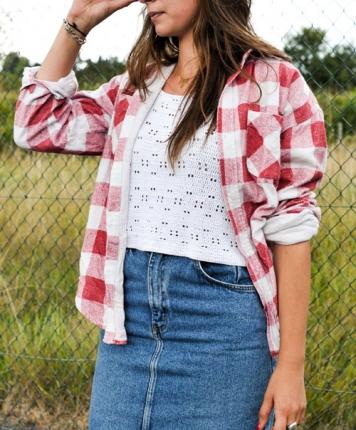 Chemise à carreaux blanc et rouge